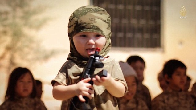 Children-with-mock-Ak47-Riffle.jpg